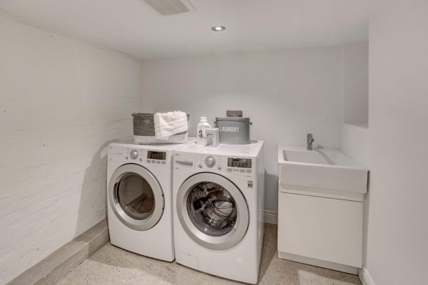 21-LaundryRoom-1